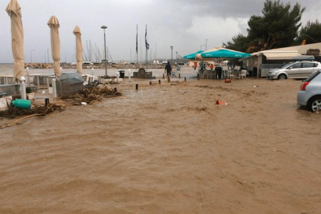 Плаж в събота, потоп в неделя! Така ще е и в Пловдив, и в Керамоти, и в Халкидики