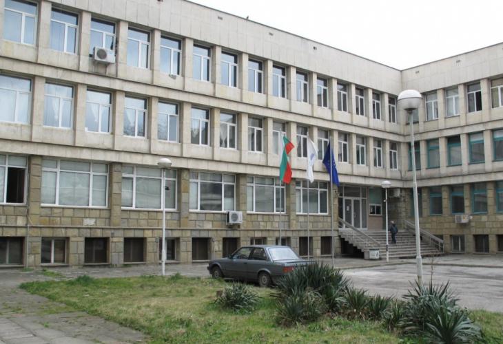 Заложническа драма в болница във Велико Търново! Откачалката искал да коли медицинска сестра с ножица