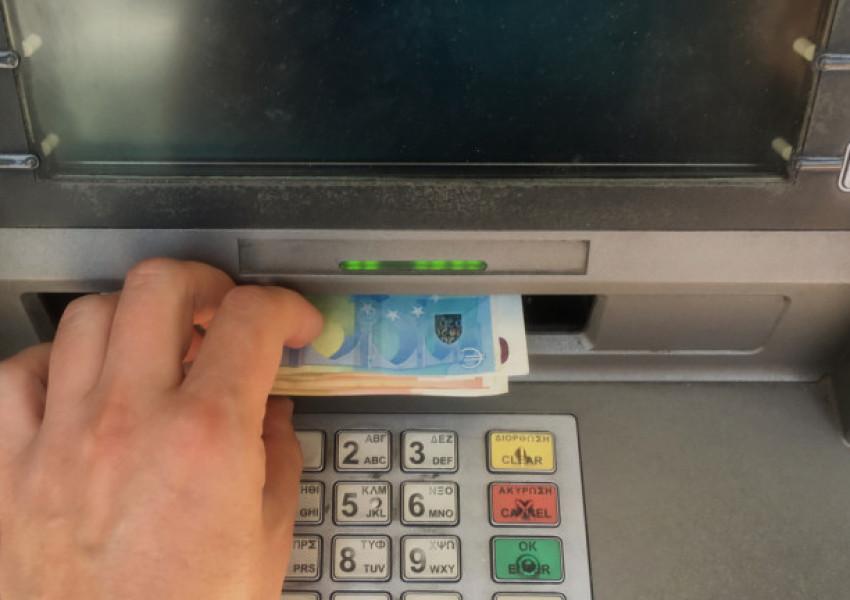 Някой е изтеглил голяма сума пари от банкомат и... е забравил да си ги прибере. Пловдивчанин ги намери!