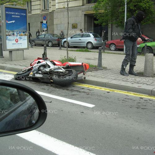 София: 34-годишен моторист е загинал при катастрофа с лек автомобил в Костинброд