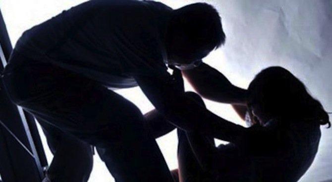 Мъж преби жестоко приятелката си във Варна!
