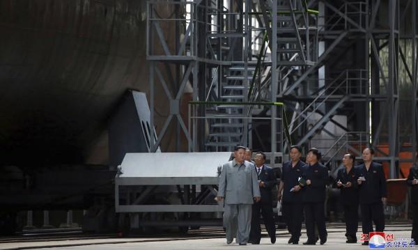 Ким Чен-ун инспектира нова