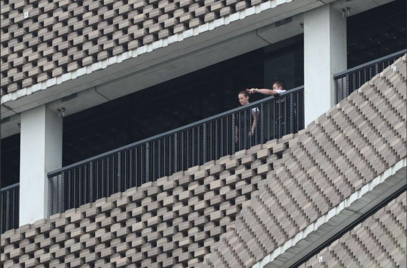 Пъклен опит за убийство! Момче метна 6-годишно дете през тераса от 10-ия етаж СНИМКИ