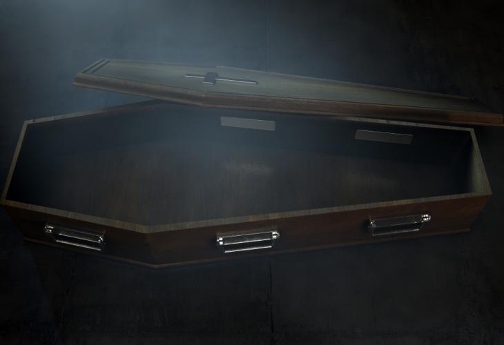Младоженци сложиха централно ковчег с труп на сватбата им