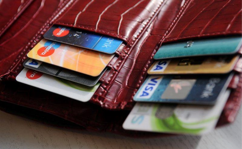 9 неща, които в никакъв случай не трябва да държите в портмонето си - излагате на риск и себе си, и близките: