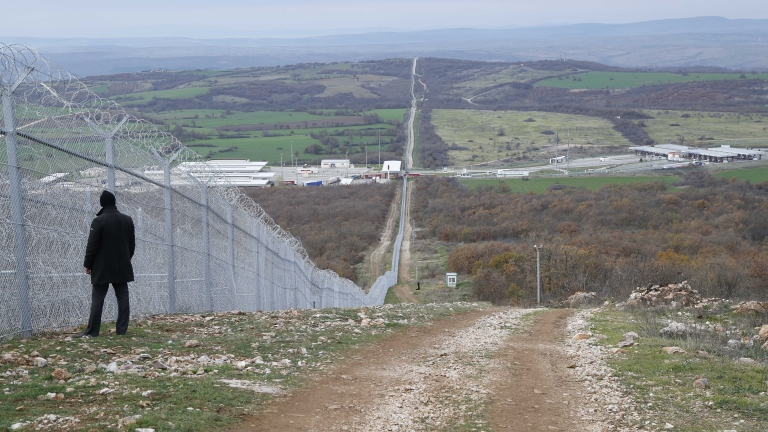 Още пари отпуска правителството за оградата по границата