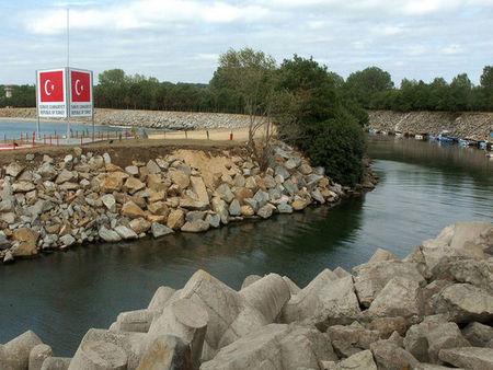 Екшън край Резово! Българин преплува границата, за да си направи селфи в Турция, закопчаха го и тикнаха в център за мигранти