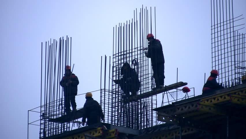 Несправедливо: В България работиш извънредно по много, но ти плащат малко!