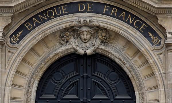 Жена се барикадира във френска банка: Ще я взривя!