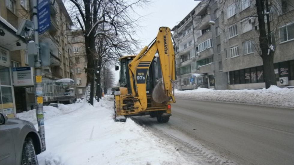 Столична община: Над 140 снегопочистващи машини работят на терен