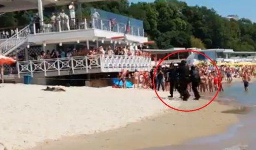 Войници с автомати и бойна техника изплашиха летовници във Варна