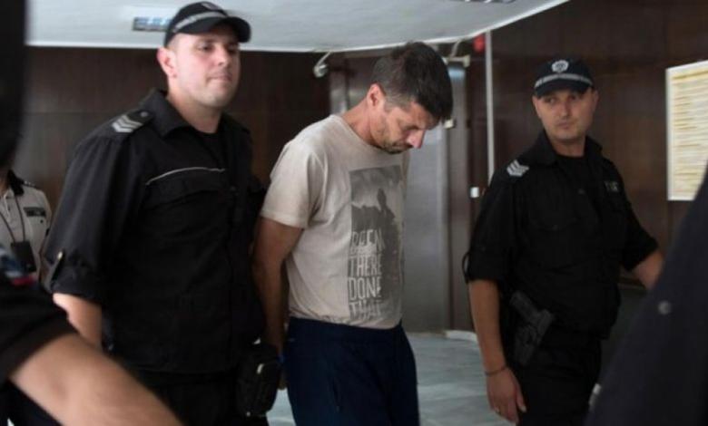 Ексфутболистът Метушев заклал приятел с 97 удара с нож и го забил в шията си, за да...