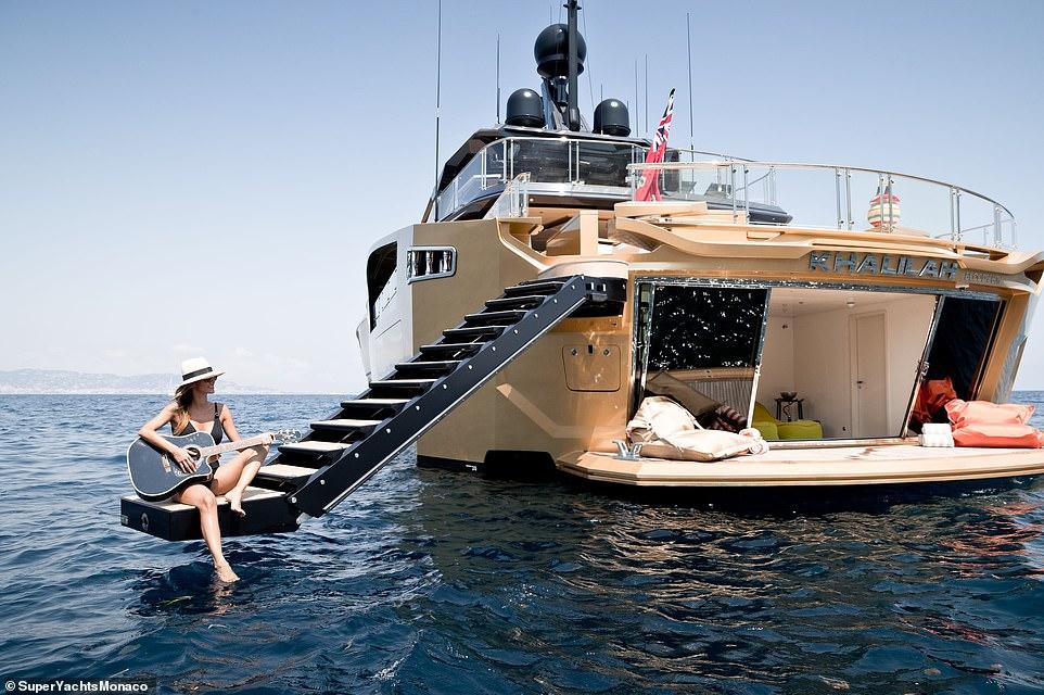 Как богаташите порят вълните със стил...